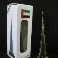 Pajangan minatur Burj Khalifa - souvenir Dubai negara Uni Emirat Arab