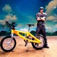 replika miniatur sepeda kuning skateboard fingers skala 1/18