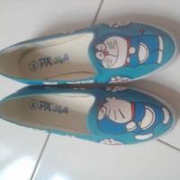 harga Sepatu Lukis Doraemon Kiss Tokopedia.com