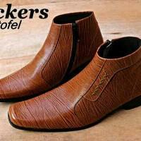 Sepatu Pantofel Pria Kickers Jono