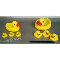 Mainan Bebek Karet/mandi Seri Induk Dan Anak Medium & Large