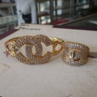 Set Perhiasan Gelang Cincin Channel Titanium Emas