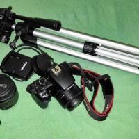 DSLR Canon 1000D Kit 18-55mm + Lens F / 1.8 II + Bag + Tripod + Lens Hood