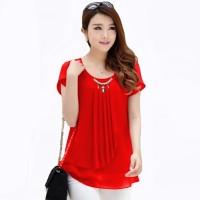 Korean Style Blus dengan Variasi Kalung Mutiara