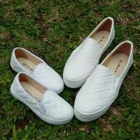 harga Sepatu couple ibu dan anak channel white Tokopedia.com