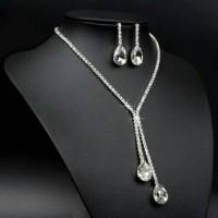Set perhiasan anting + kalung crystal