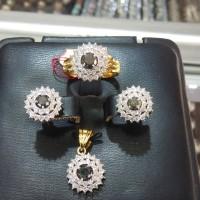 satu set berlian putih berlian hitam ring emas kuning