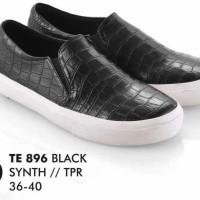 Sepatu Casual Wanita hitam kulit imitasi Everflow TE 896