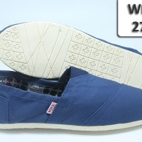 harga SEPATU SLIP ON COWOK 274 BIRU SOL KARET CREAM /WAKAI CASUAL Tokopedia.com