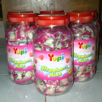 Yupi Strawberry Kiss Toples 125's Permen Yuppy Grosir