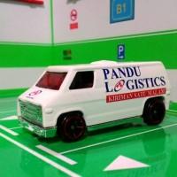 skala 1/64 super van custom pandu logistics by hot wheels