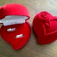 Kotak Tempat Cincin Bahan Beldru LOVE ROSE RED Love Mawar Merah