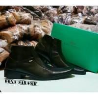harga Sepatu lacoste pantofel Kulit warna hitam dan coklat Tokopedia.com