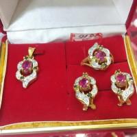 satu set batu ruby berlian putih dan hitam emas kuning