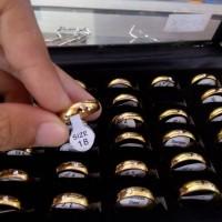 Cincin Couple Titanium Gold permata