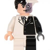 Lego Minifig Two Face ( dari set 7781 - Two-Face's Escape )