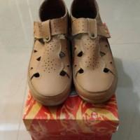 harga sepatu wanita/perempuan triset asli Tokopedia.com