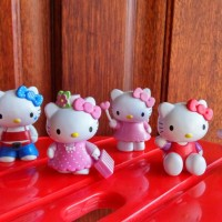 "Hello Kitty ""ukulele"" set 6"