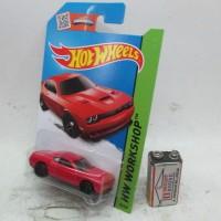 Hotwheels  15 Dodge Challenger SRT