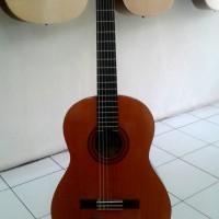 Yamaha C40 Acoustic Nylon guitar