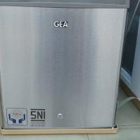 Kulkas Mini Bar GEA RS-06DR Portable Silver
