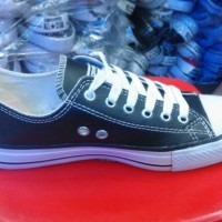sepatu pria converse allstar kulit hitam sol putih low murah
