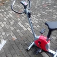alat olahraga fitness Sepeda Statis untuk diet pelangsing dan terapi