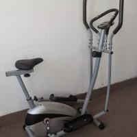 alat olahraga fitness Sepeda Statis Elipticall untuk diet dan terapi