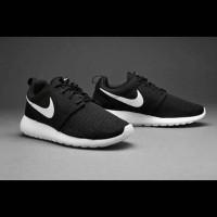harga #sepatu #lari #jalan #pria #wanita #nike #rosherun #black #murah Tokopedia.com