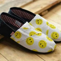 Sepatu Cewek Brand Wakai original korea motif emoticon
