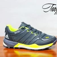 Sepatu adidas terrex boost abu kuning untuk olahraga gaya fashion lari