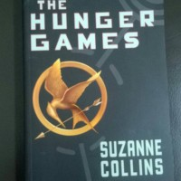 Jual Novel THE HUNGER GAMES karangan Suzanne Collins Murah