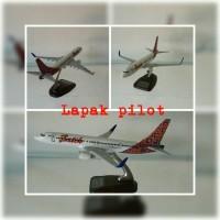 Miniatur Pesawat Boeing 737-900ER Batik Air skala 1:200 20cm