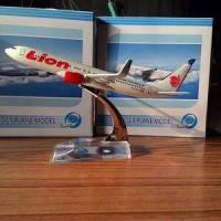 Miniatur Pesawat Lion air 737-800