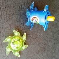 Mainan Gasing Pencet - Bayblade