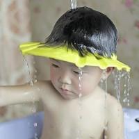 perlengkapan mandi,balita,anak-anak,Menjaga mata bayi dari tetesan air