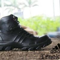 Sepatu Boots Pria Adidas