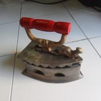 Setrika/Seterika Arang Antik model Jago