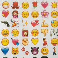 Stiker gambar tempel souvenir emoji mainan anak