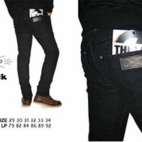 Celana Skinny / Slimfit April 77 Black
