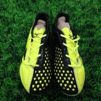 Sepatu Bola Mizuno Ignitus - Black Yellow