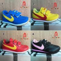 harga Sepatu Sneakers Nike Anak Unisex Tokopedia.com