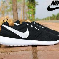 harga Sepatu Bagus Nike Roshe Run Hitam Lis Putih Sepatu Casual Pria Tokopedia.com