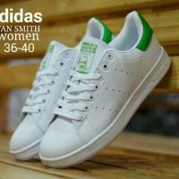 Sepatu sneakers main gaya keren wanita masa kini adidas stan smith