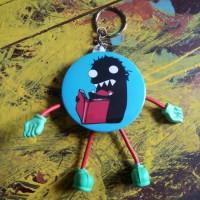 Gantungan Kunci: Koloni Kutu Buku Kaget Baca Buku