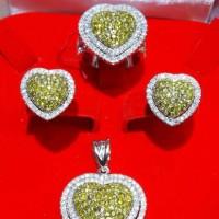 perhiasan emas putih dan berlian satu set