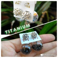 anting giwang titanium Dior