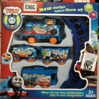 Mainan Kereta Api Thomas 4 Gerbong Free Baterai AA