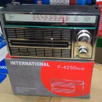 RADIO JADUL MERK INTERNATIONAL/RADIO PORTABLE AC/DC