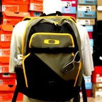 harga TAS RANSEL ORIGINAL oakley streetman backpack green black-MURAH Tokopedia.com